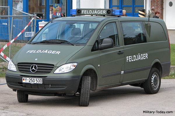 Mercedes benz vito light utility vehicle military for Mercedes benz utility vehicle
