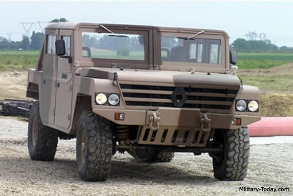 عربات النقل و الاستطلاع المدرعة العسكرية ! Renault_sherpa_2